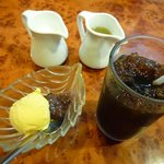 食後のアイスクリームとアイスコーヒー