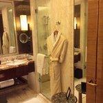 Elegant and modern bath