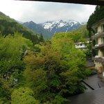 部屋から谷川岳を望む。