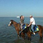 Прогулка на лошадях (на море)