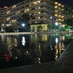 piscine vue de nuit