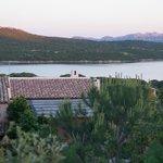 Blick von der Terrasse aus nach Süden zum Golf Porto Pozzo und Halbinsel Coliccia