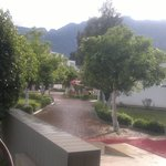 территория отеля...после дождя