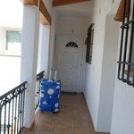 Couloir pour arriver au studio au 1er étage (porte blanche)