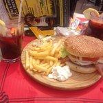 Burger chips & sangria