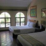 Geräumiges Zimmer mit zwei Kingsize Betten