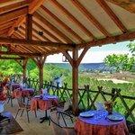repas servis sur terrasse panoramique
