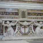 Altare con marmi policromi