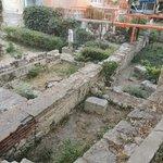 это в окрестностях римских бань, раскопки идут прям на улице!