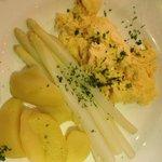 Spargel mit Kartoffeln und Rührei!