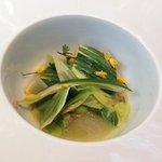 Bouillon de Jambon d'Ardenne  de la Boucherie Maréchal  Salade de fèves des marais  aux feuilles