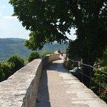 lopen over de oude stadsmuren / vesting