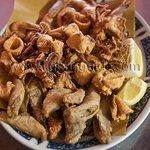 Il fritto di paranza, calamari e gamberi