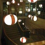 escalier entre la réception et le niveau 1
