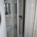 Room 14 - bathroom