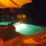 Noche en la piscina