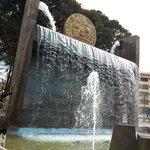 Monumento que fica na praça de frente ao Centro de Artesanato