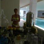 piscina interna accanto al centro benessere, Buffet di fritta secca e frutta fresca, tisane ecc.