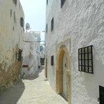 Old Hammamet - 40 minute walk on the beach or shorter taxi ride. Beautiful old Medina