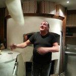 tradiotionelle, hauchdünne Steinofenpizza