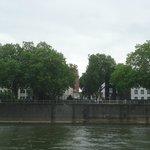 L'hôtel vu d'un bateau sur le Rhin