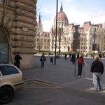 Budapest - Parlamentsgebäude (Országház) - seen from Vértanúk tere