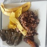 Churrasco, gallo pinto and plantain chips at Los Ranchos