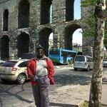 A mis espaldas el famoso Acueducto de Estambul, no está muy lejos del centro y tardé media hora.