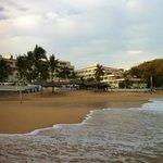 Vista de Playa y zona de Piscina