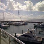 Vista de la marina y la bahía de samana