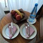 Приветственные фрукты и вода