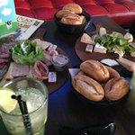 assiette de cochonnaille et de fromages