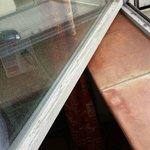 Holzfenster die nicht richtig schließen und alles andere als Lärm dämmend sind