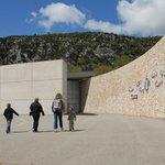Parvis du musée de Préhistoire des gorges du Verdon ©CG04