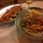 Gamberoni arrosto e fritto di calamari