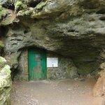 Et la porte qui donne accès à la grotte