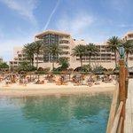 Пляж и отель