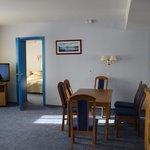 Гостиная и вид на спальню