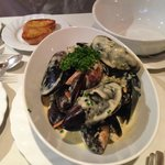 mussel in whitel wine and curry sauce.