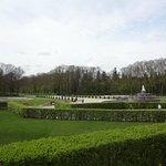 В парке перед дворцом