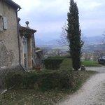 Portail d'entrée avec vue sur la vallée