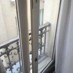 окно без ручек и замка