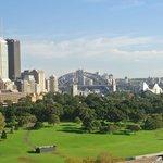 Blick über Park zur Harbour Bridge und Opera (Tele)