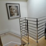 4階のドアから階段を上がり5階の部屋へ
