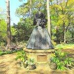 statue of queen elizabeth
