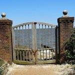 colony walk & water gate