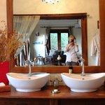 La salle de bains .