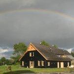 Strobalen huis van biologische boerderij De Groene Griffioen