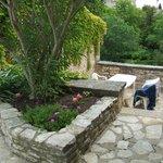 terrasse de la suite Sylvia avec accés direct à l'espace piscine