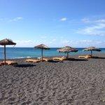 Пляж в двух минутах ходьбы от отеля